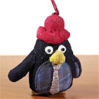 Penguin showpiece made of felt