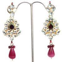 Contrasting hanging earrings